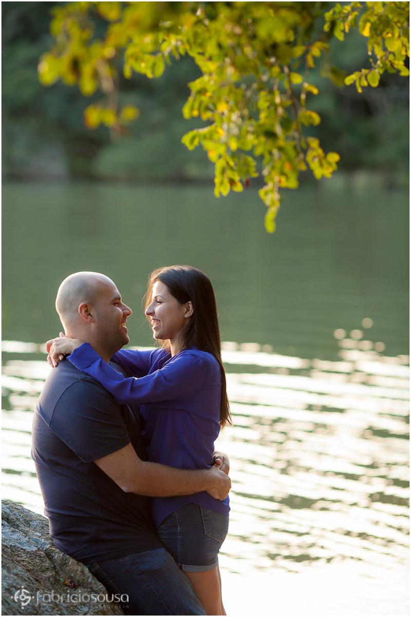 namorados na beira do lago do parque do horto do corrego grande