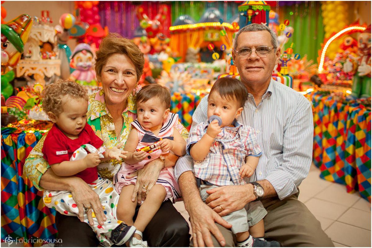 retrato dos avós com seus netos