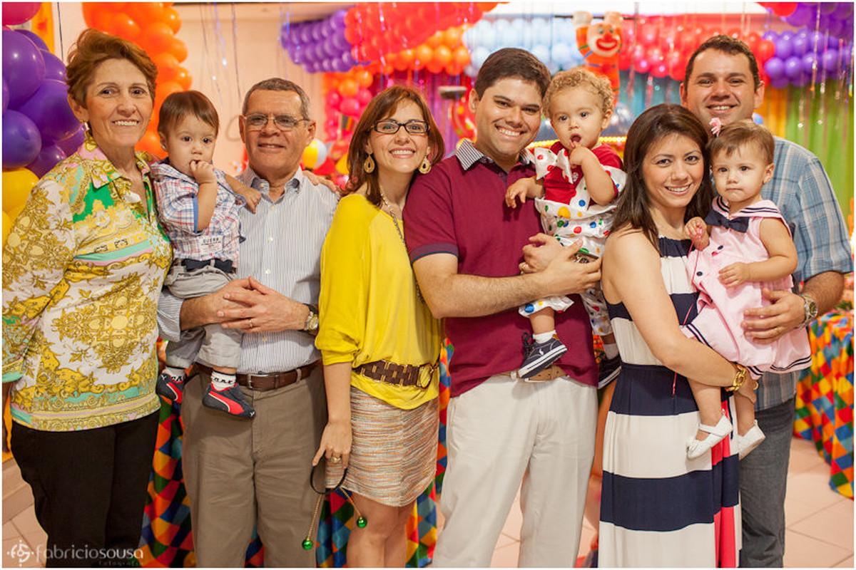 retrato de família no aniversário infantil