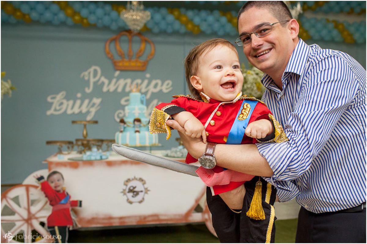 criança sorridente - pequeno príncipe