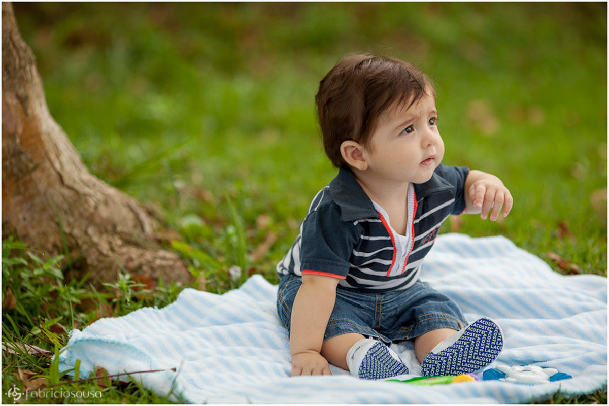 Bebê no gramado