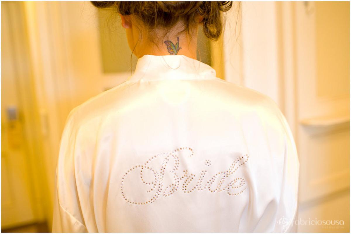 """detalhe """"bride"""" do roupão da noiva"""
