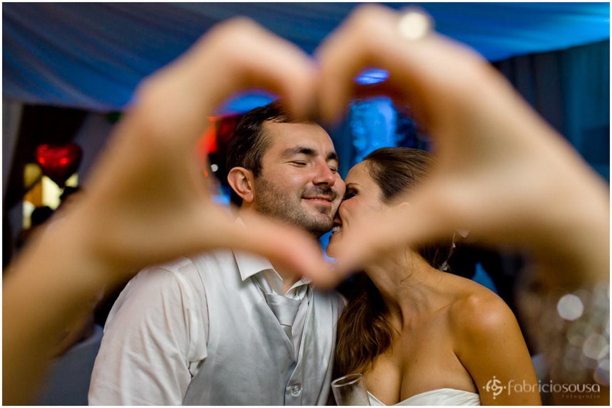 coração S2 com noivos emoldurados