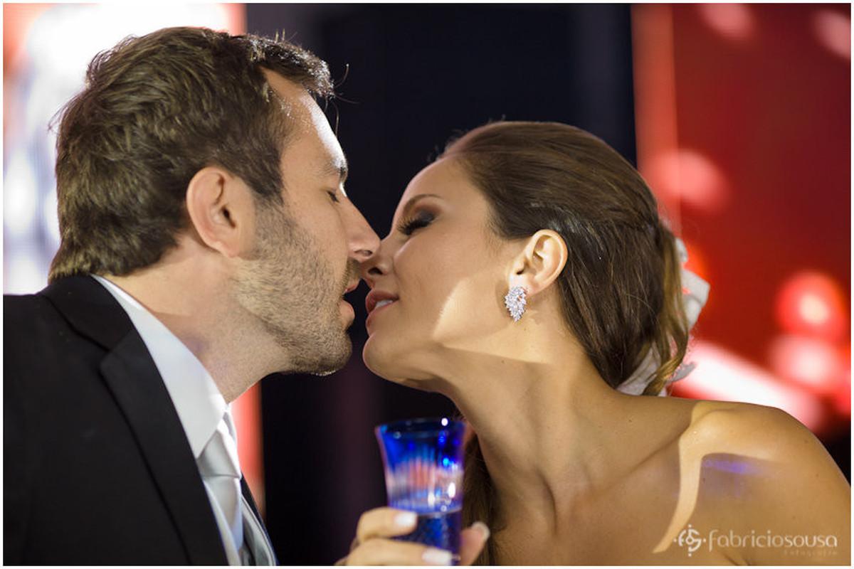 o beijo dos noivos na pista