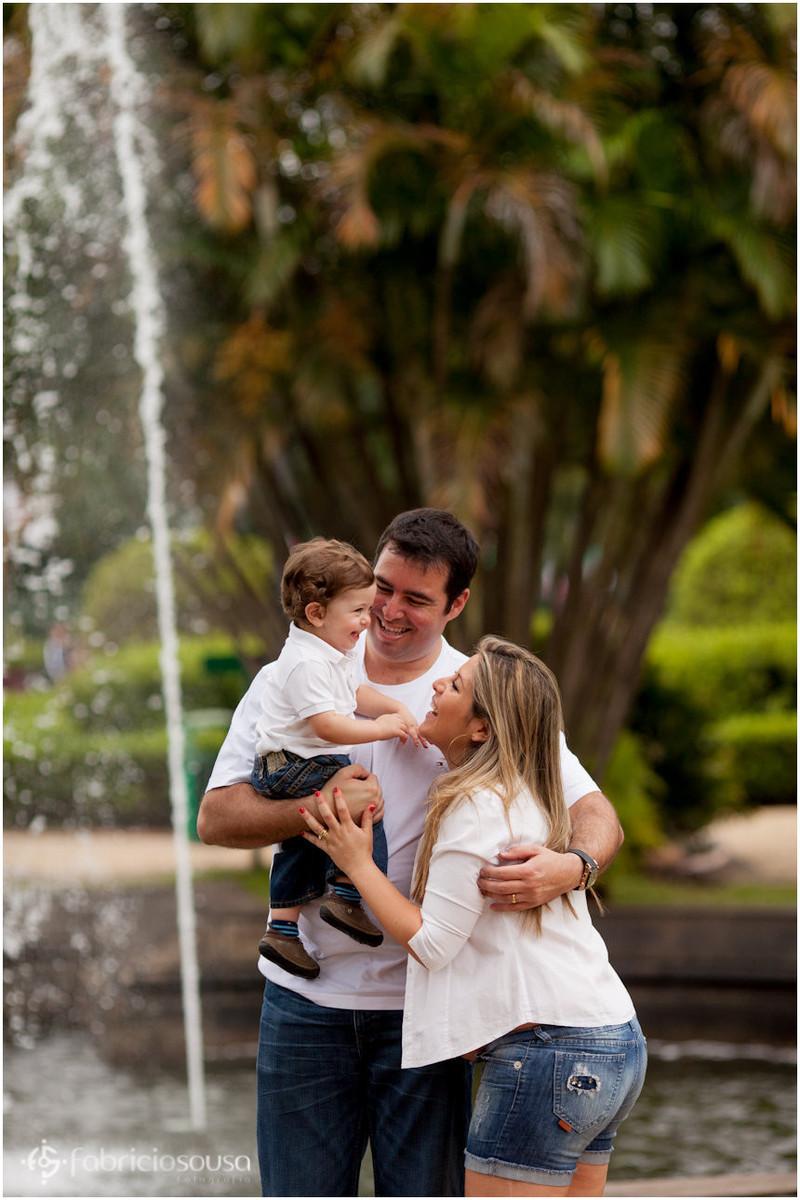 Família grávida feliz