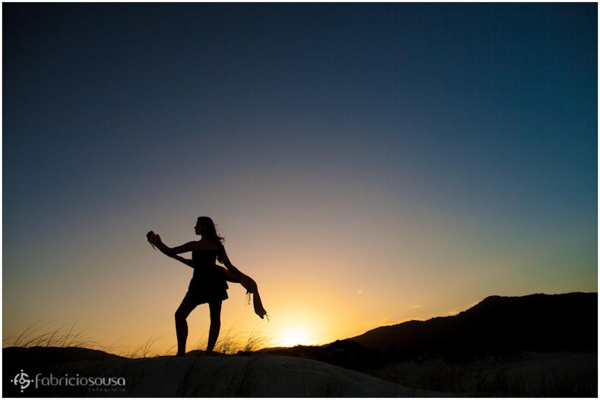 Contra luz no por do sol nas dunas da Lagoa da Conceição