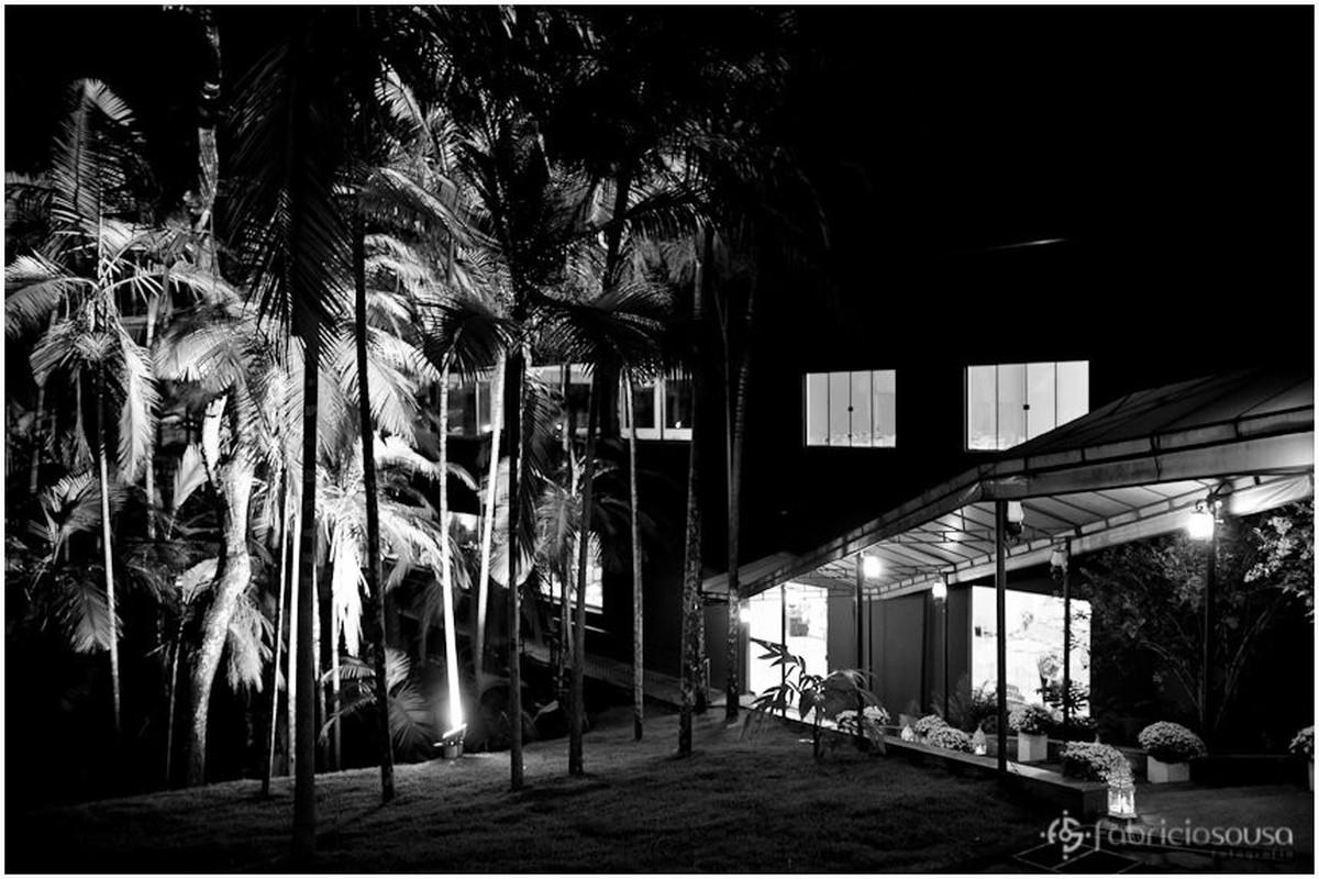 Área externa arborizada do Hotel Quinta Bica Dagua