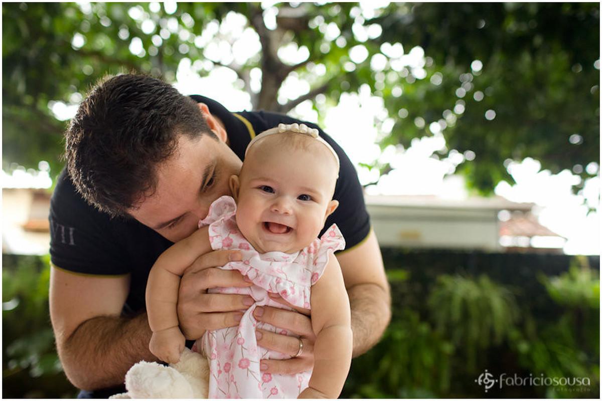 Paizão fazendo a filha dar risada