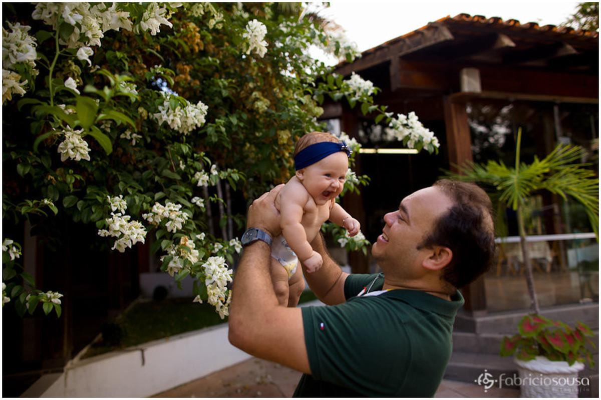 Pai e filha sorridentes