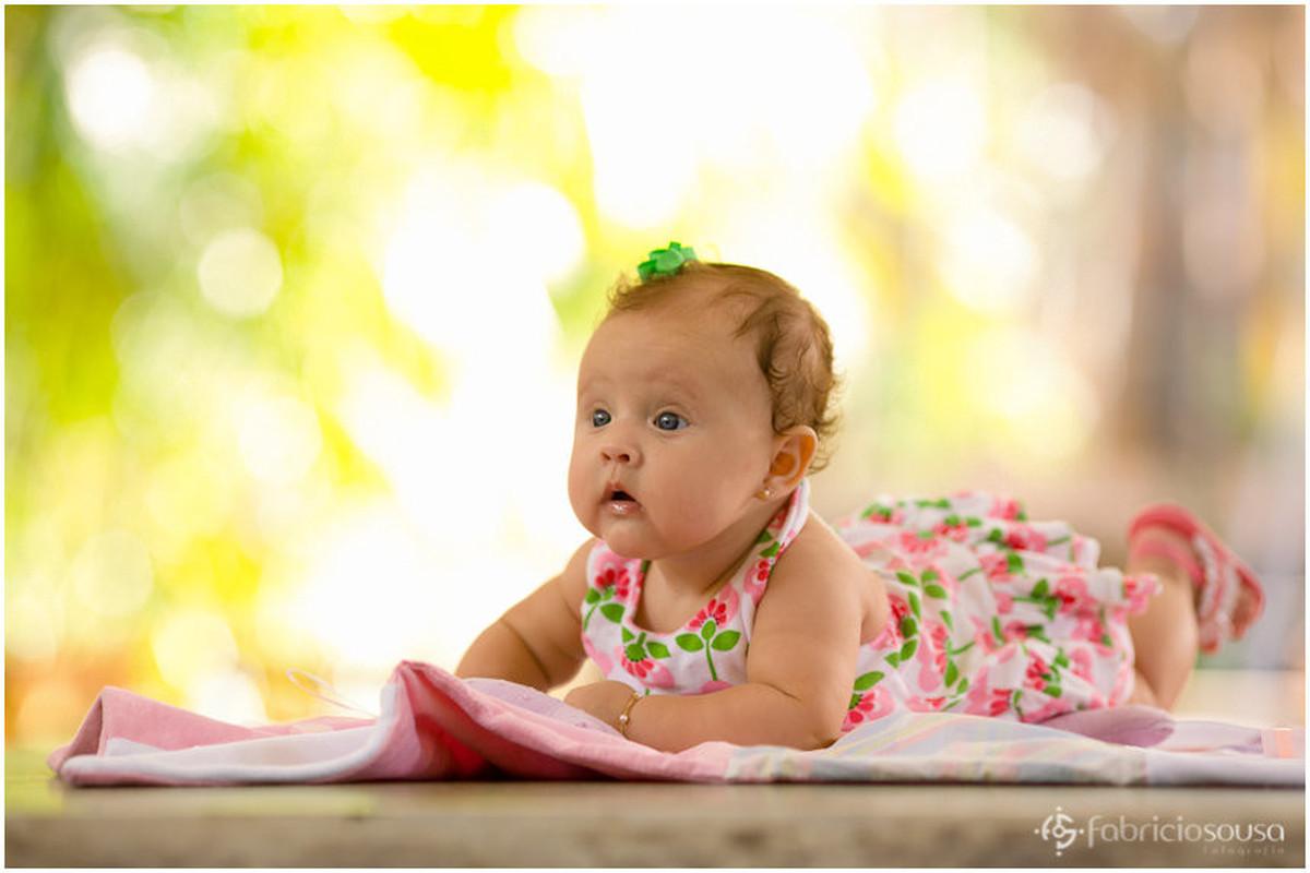 Bebê de 4 meses de vestido florido