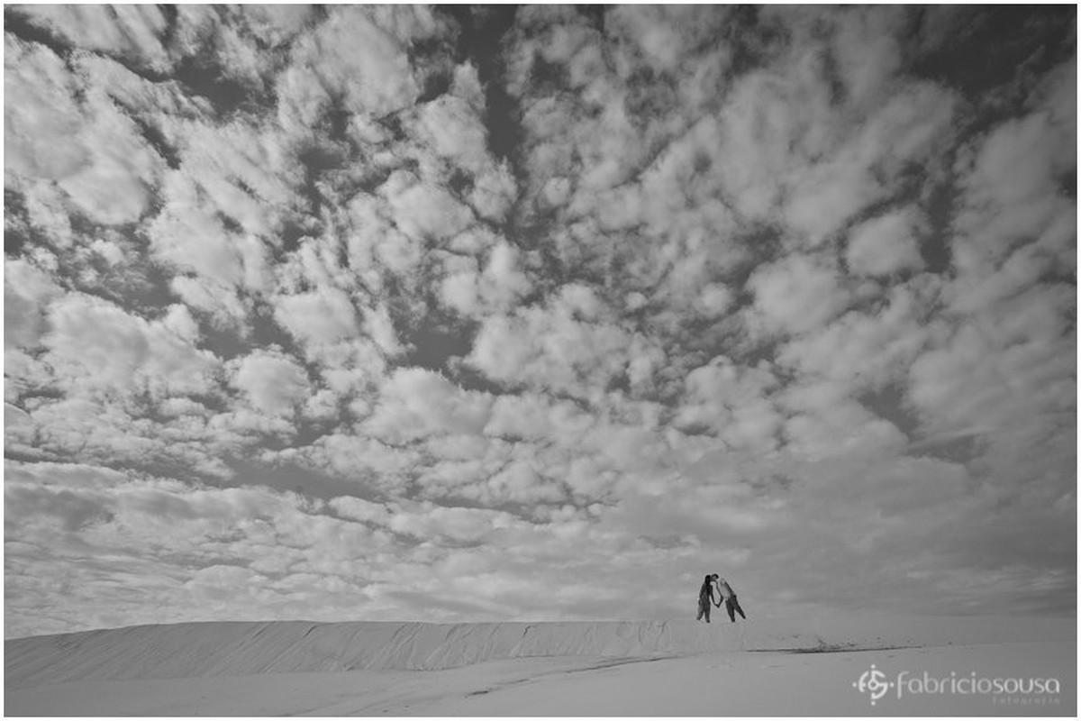 a imensidão das dunas da joaquina retratada no ensaio pre-wedding