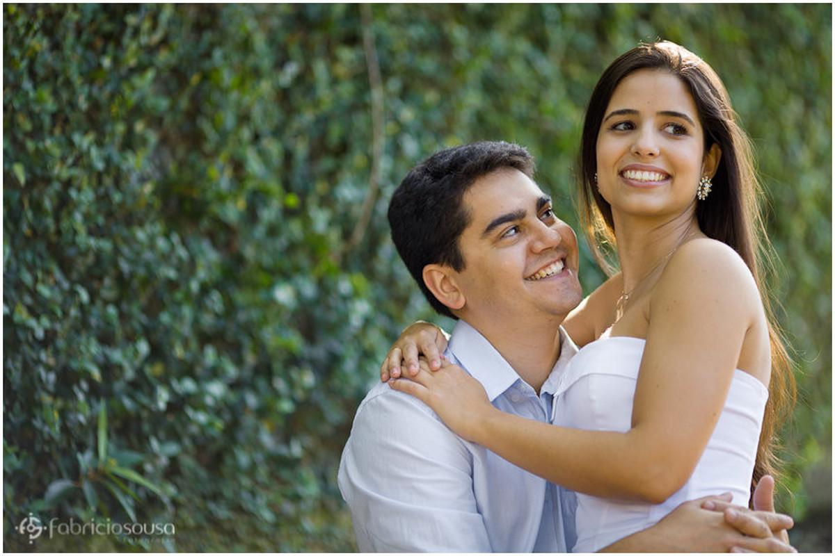 olhar do noivo apaixonado para sua amada