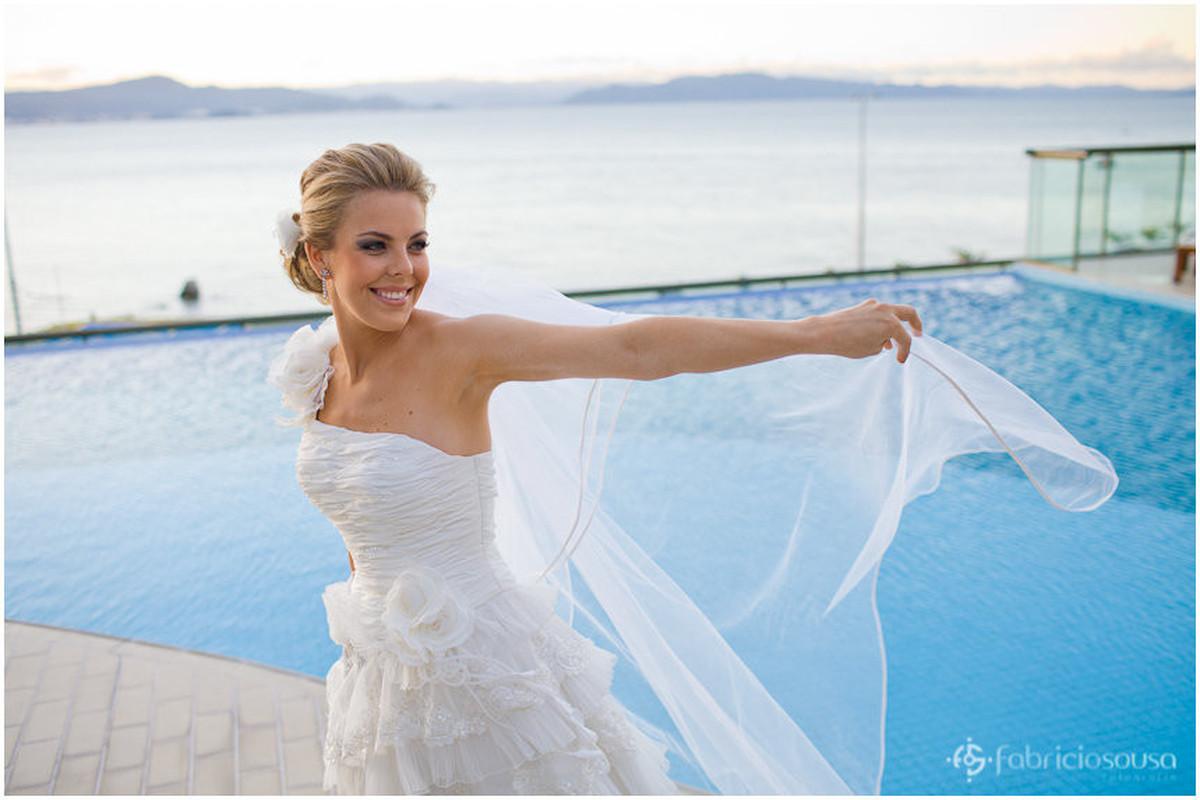 retrato na noiva na piscina do Majestic