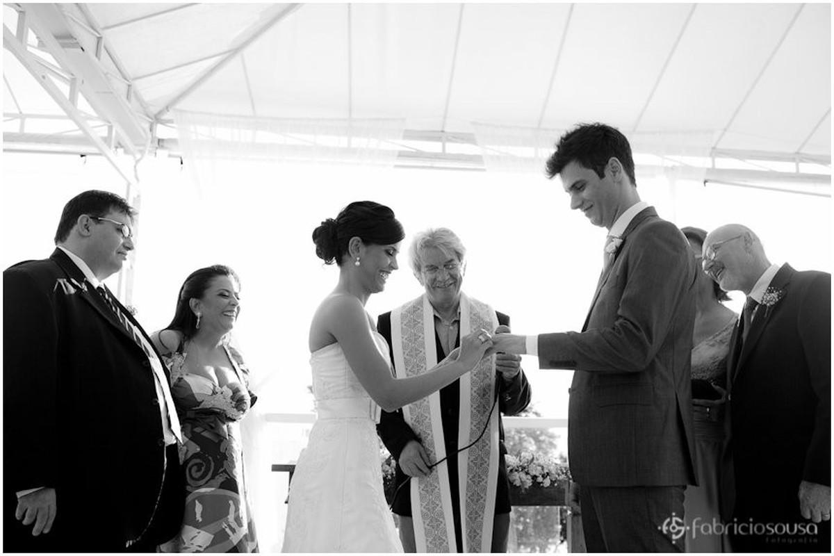 a troca de alianças no casamento de dia