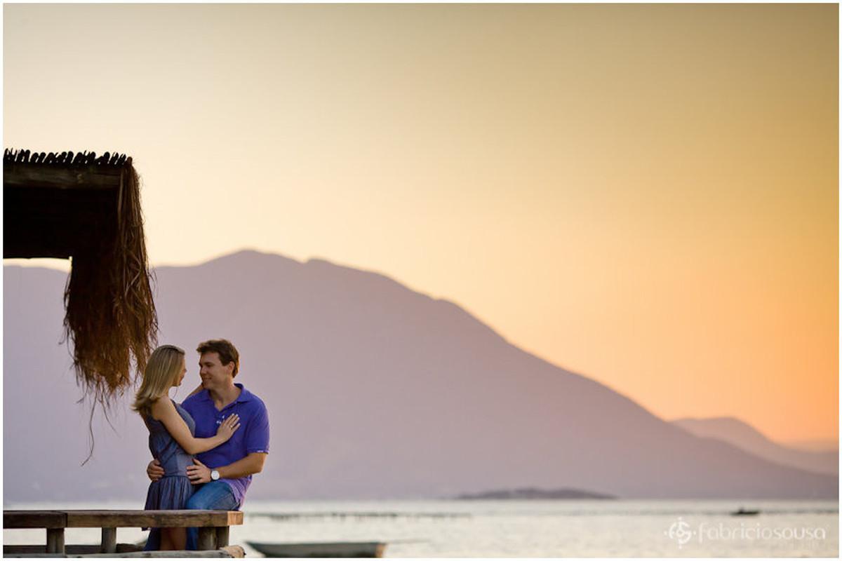 casal de namorados no entardecer no Ribeirão da Ilha de Santa Catarina