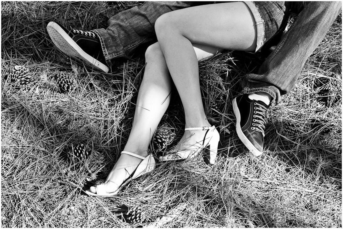 detalhes dos pés no ensaio de noivos