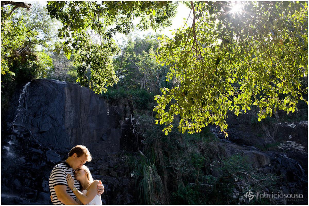 ensaio pre-casamento na cachoeira da costa da lagoa