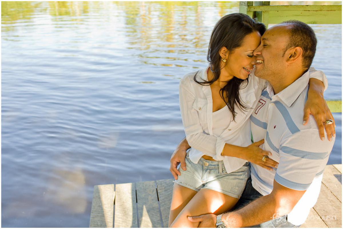 chamego dos noivos na beira do rio na Amazonia