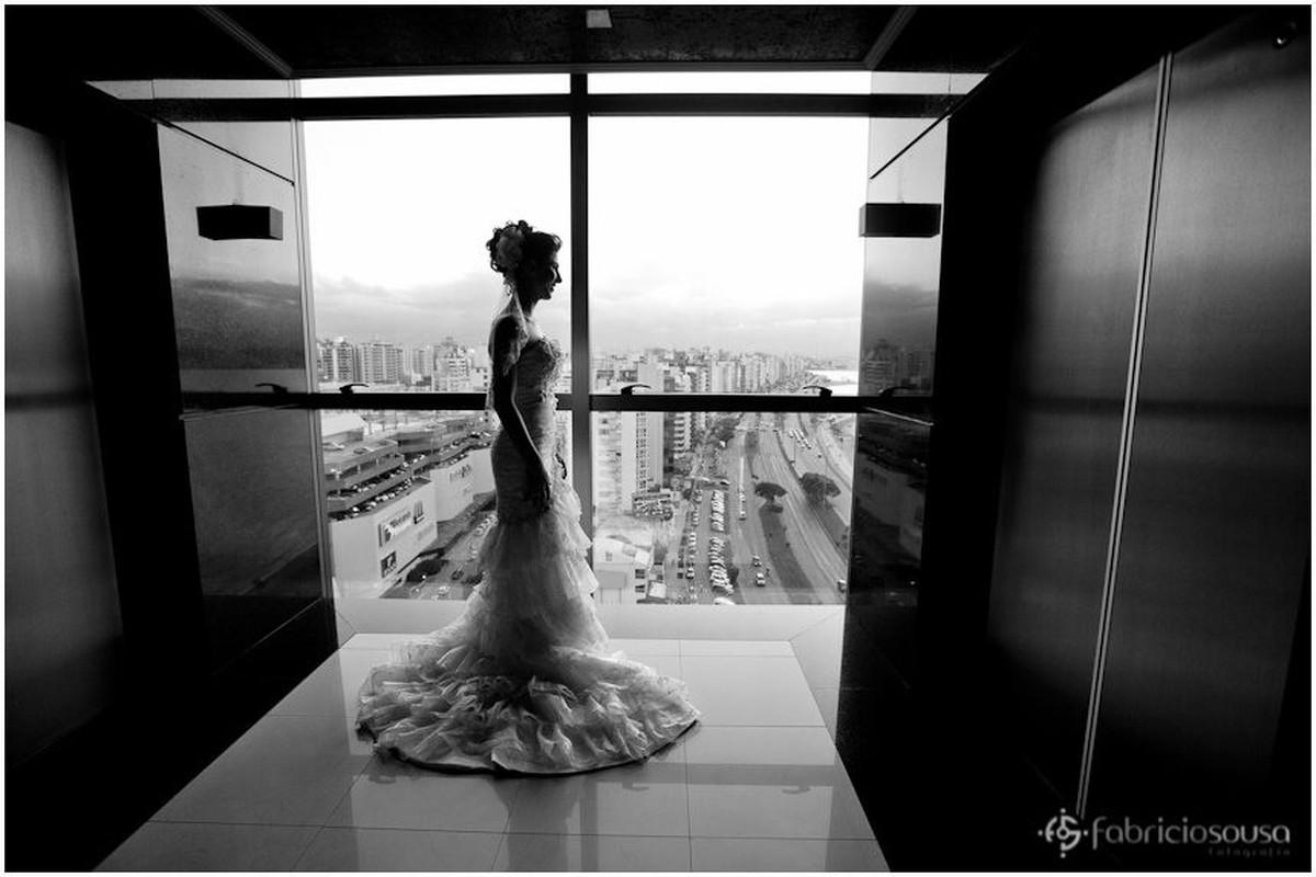 Noiva esperando pelo elevador no hotel Majestic