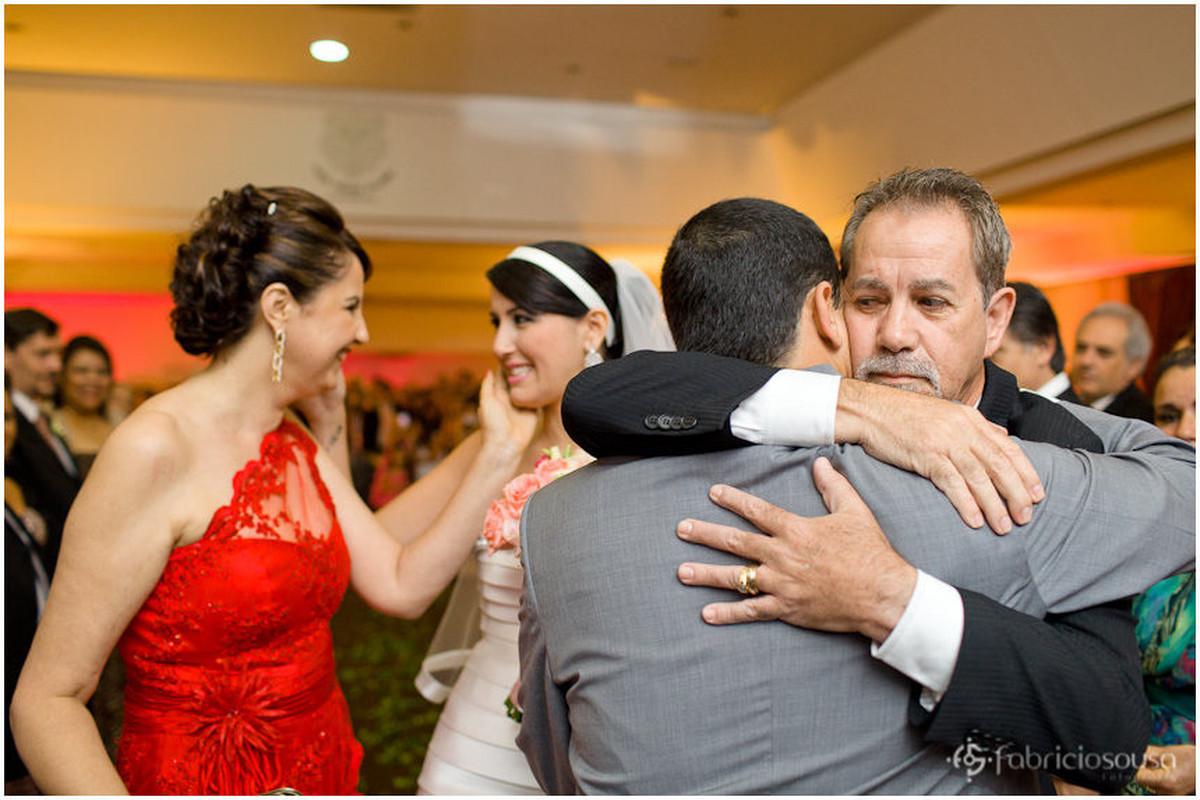 Noivos recebem o carinho da família