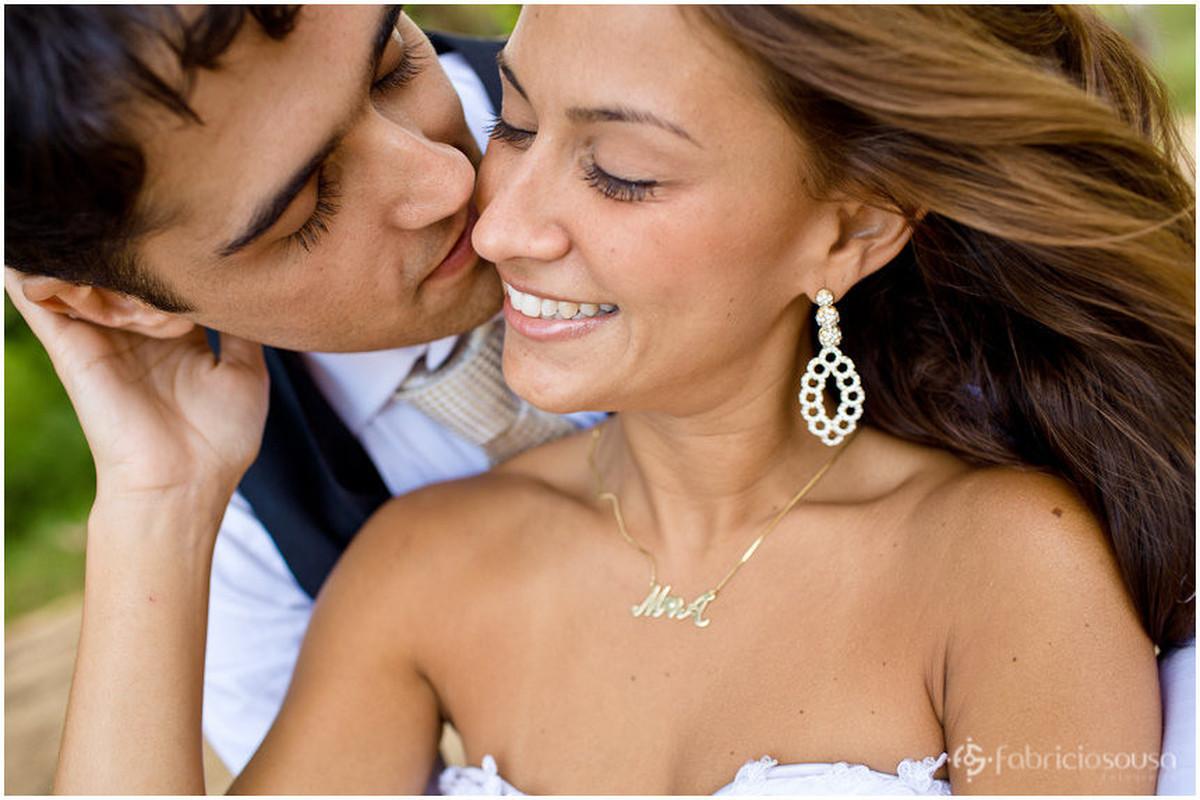beijinho no rosto da noiva