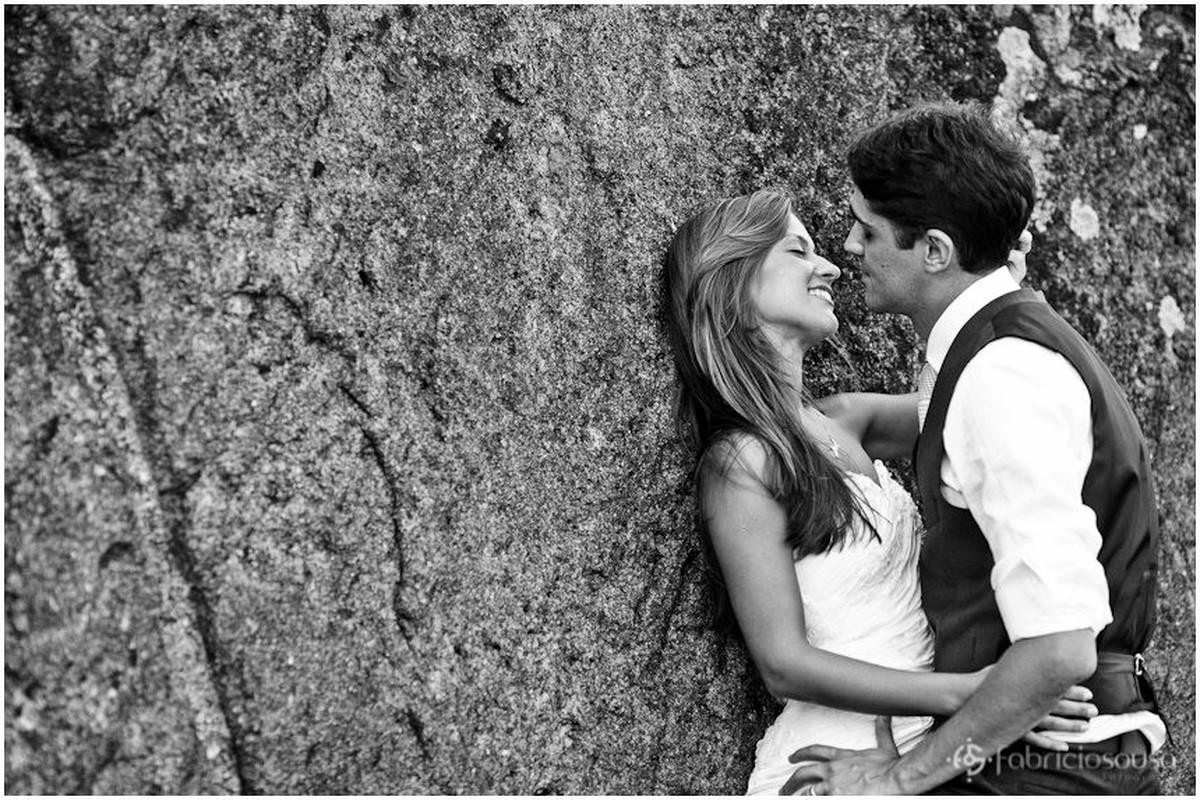 quase beijo nas pedras da praia