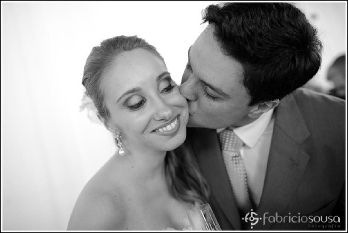 beijo no rosto da noiva