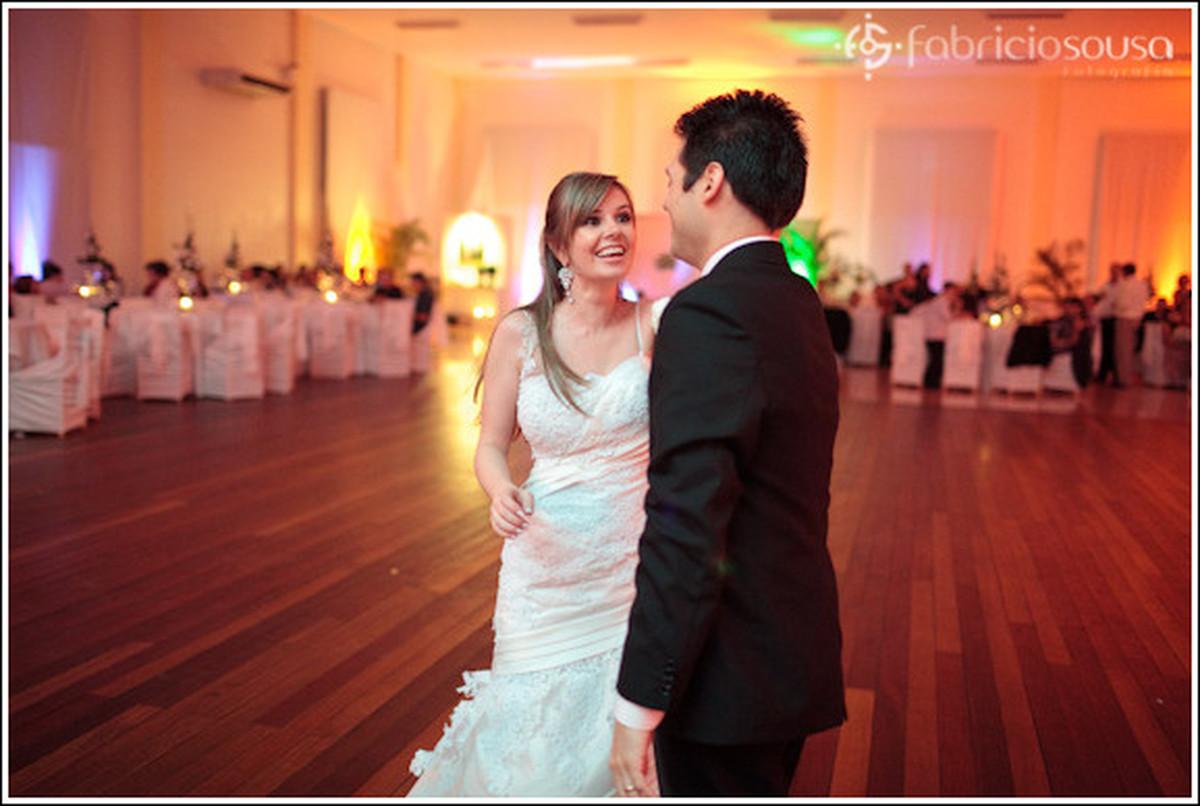 Felicidade estampada no rosto da noiva
