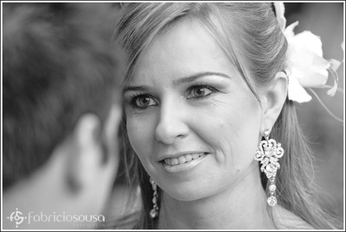 Close do rosto da noiva em preto e branco