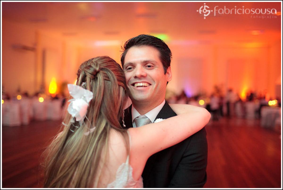 Felicidade estampada no rosto do noivo