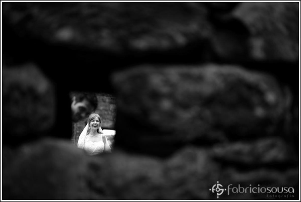 aquela olhadinha curiosa nas ruínas preto e branco