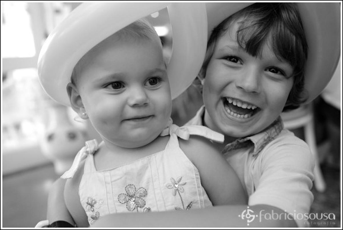1 ano Luiza - criança e bebe sorriem preto e branco