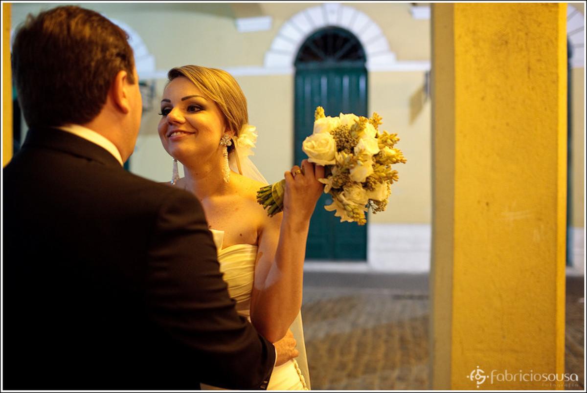 Sessão de fotografia do casal recém formado pelas ruas antigas do centro de Floripa
