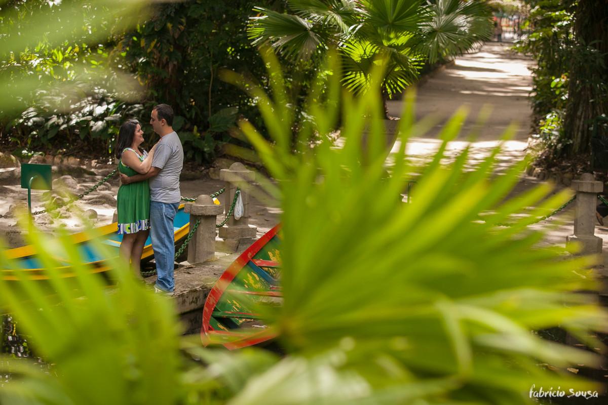 foto do casal em meio a vegetação amazônica no ensaio pre-wedding