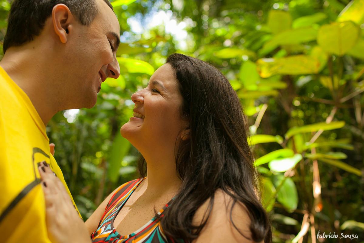 Delage e Aline trocam olhares e sorrisos