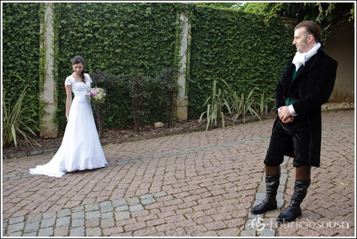 Recem casados posam para foto