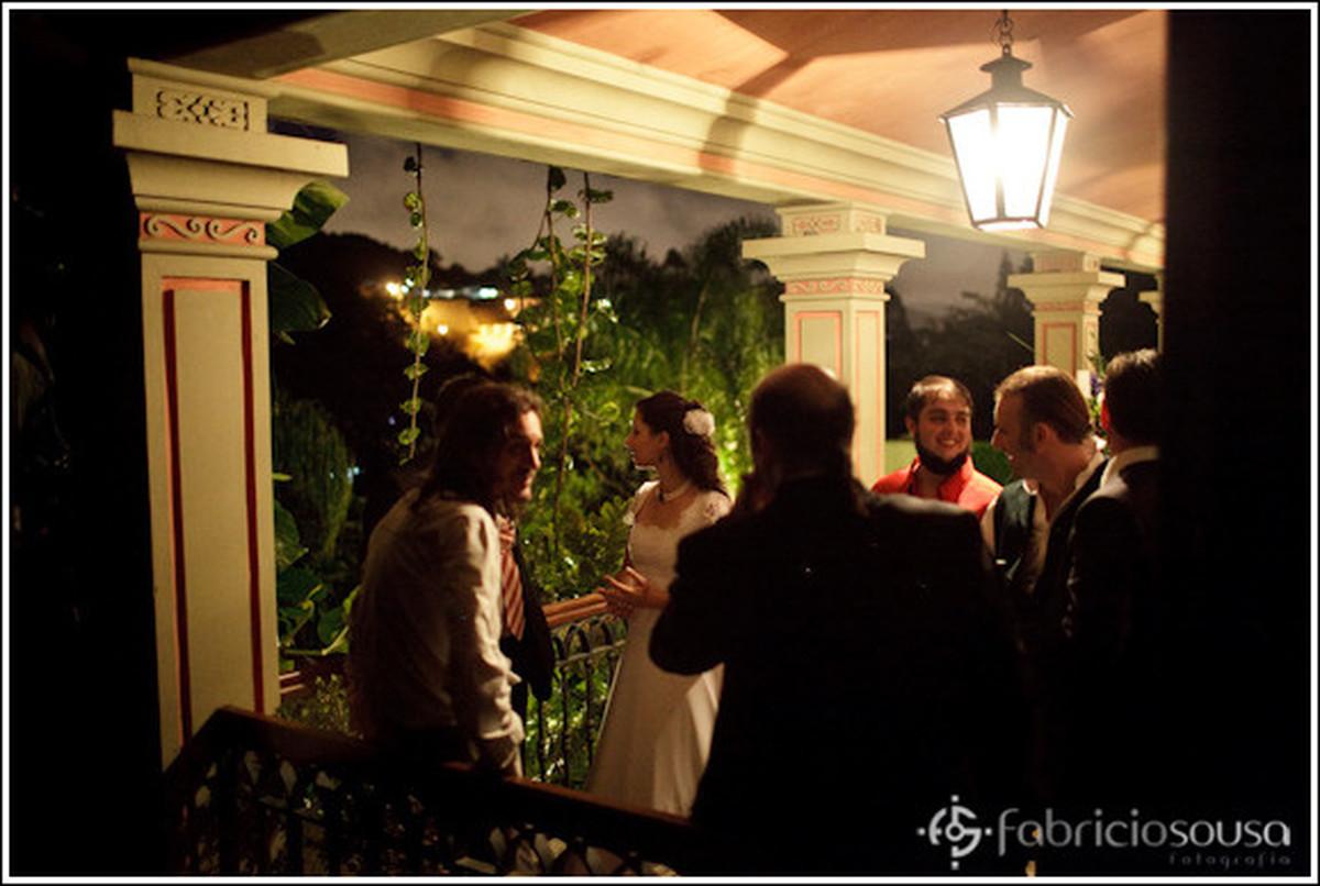 Noiva também faz a social com os presentes