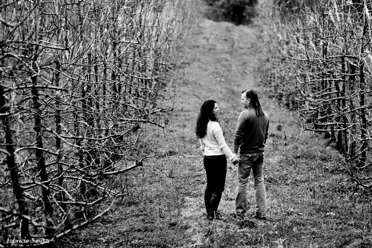 Amanda e Maurízio posam em meio à natureza da serra catarinense