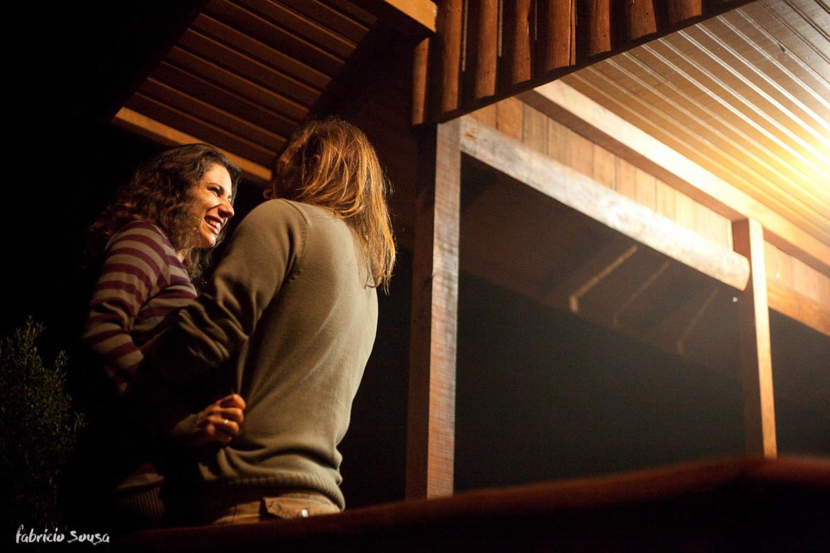 namorando na varanda do quarto do casal