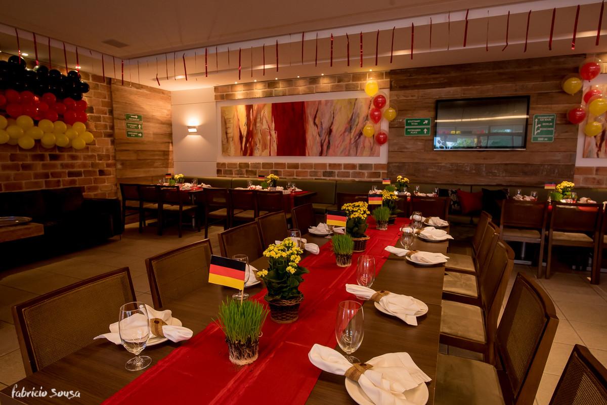 detalhe das mesas com tema germânico da Miss Festas