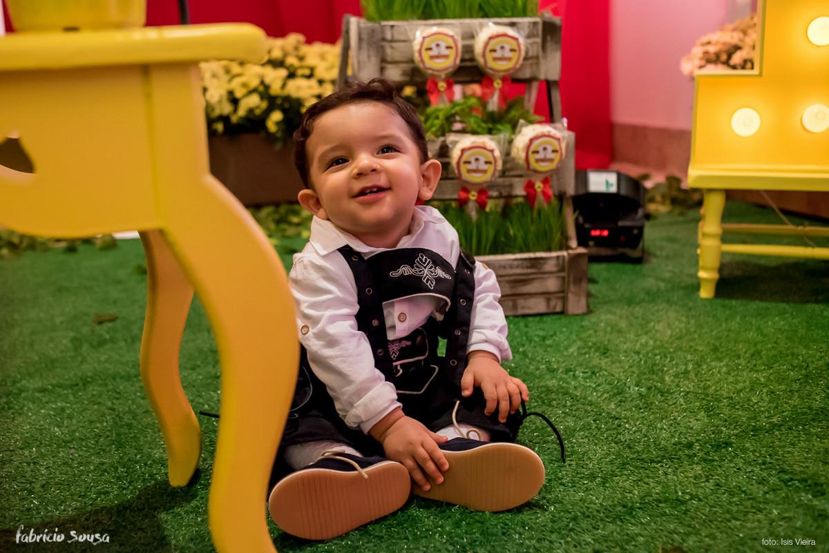 aniversario de 1 ano mas quem disse que o aniversariante Cesar Augusto não curtiu? Olha a carinha de felicidade dele!