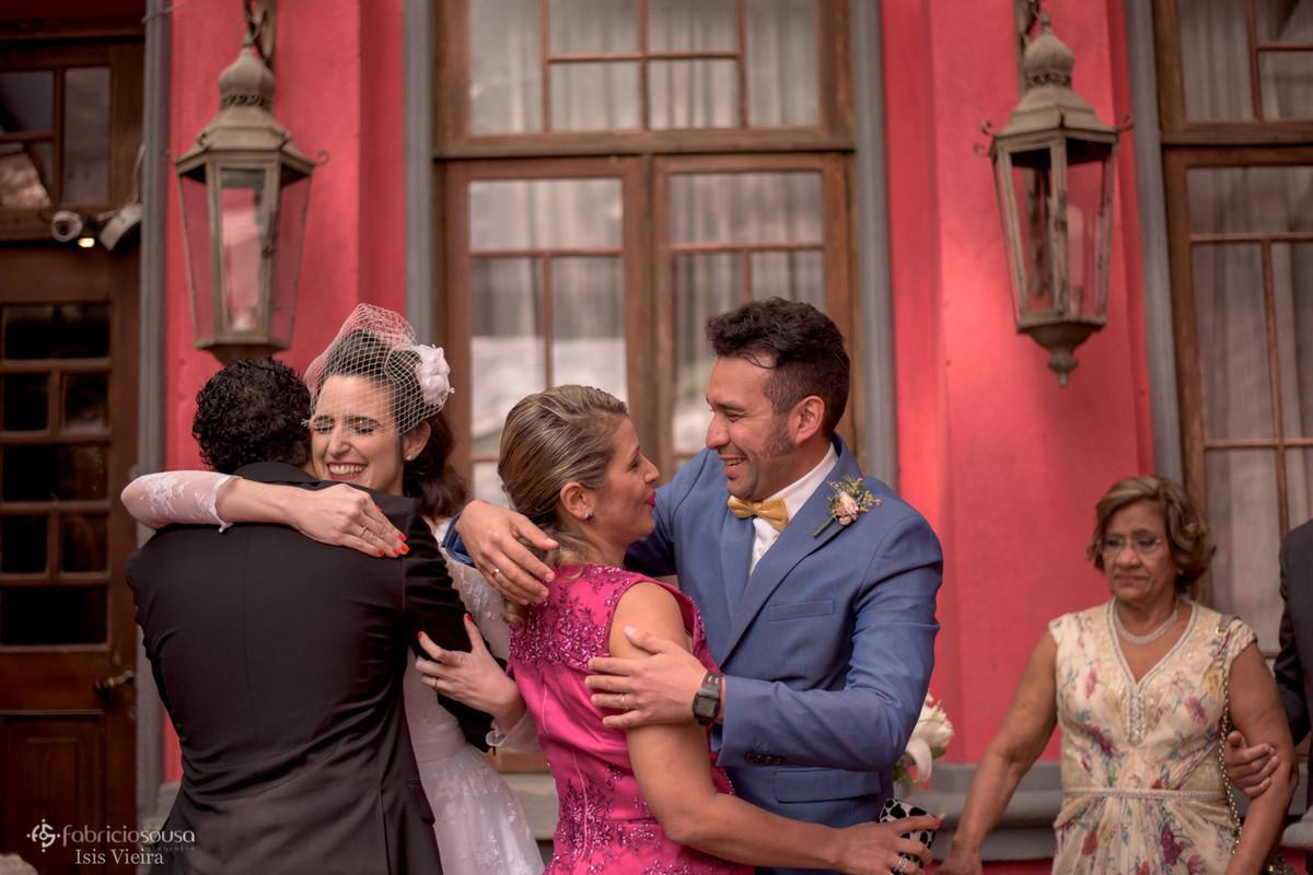 abraços dos padrinhos do noivo