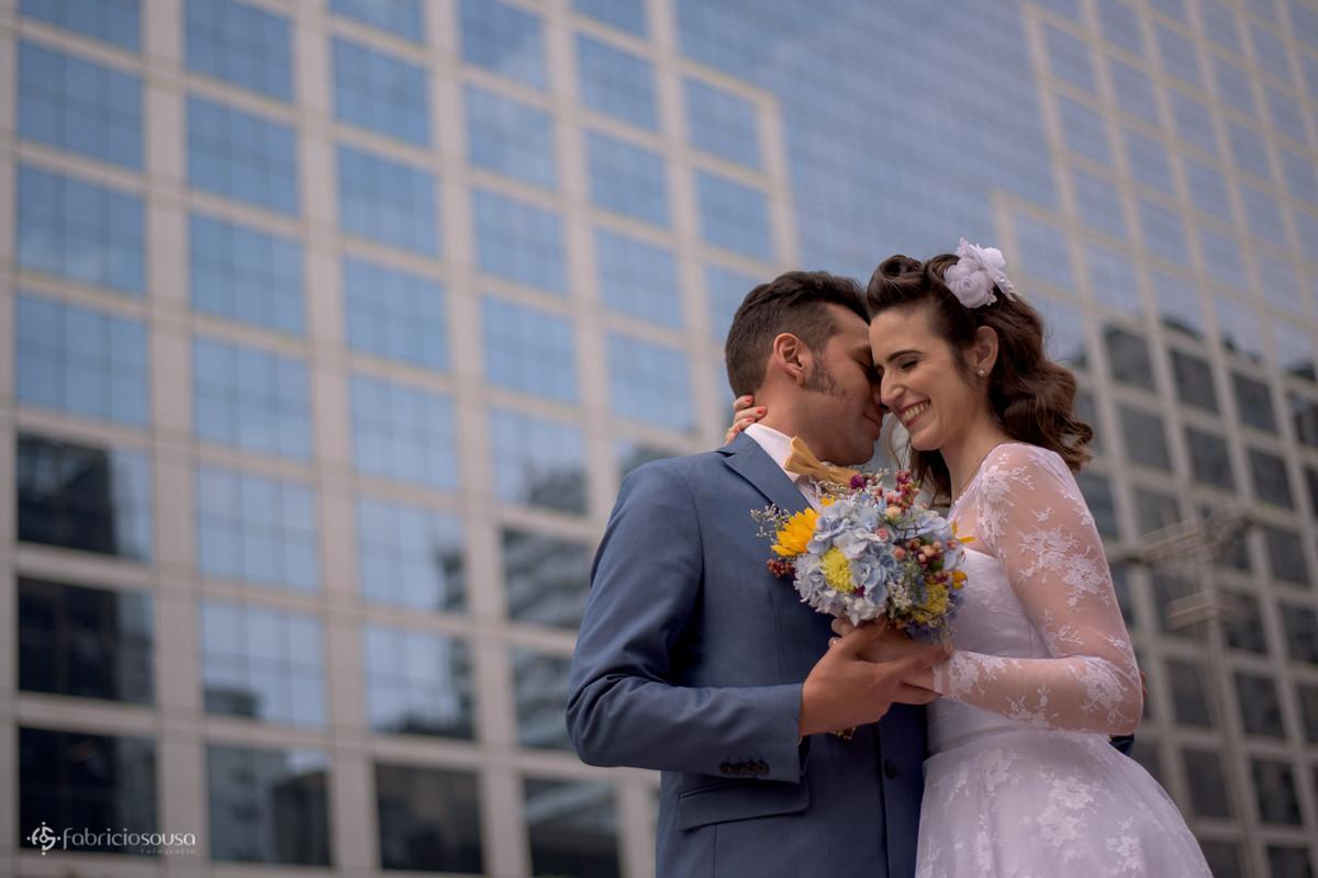 os noivos retratados e os arranha-ceus da avenida paulista