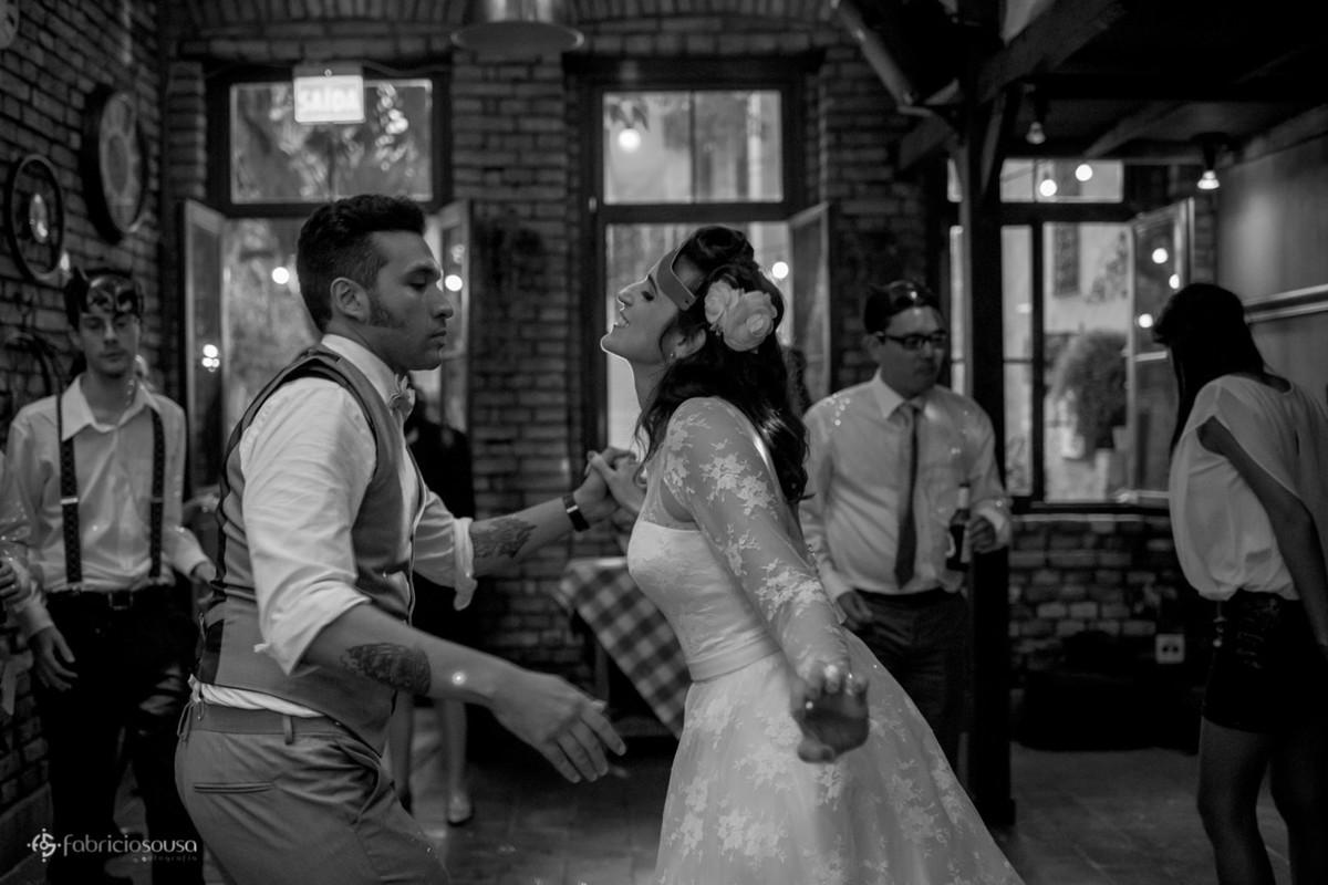 noivos dançando rockabilly