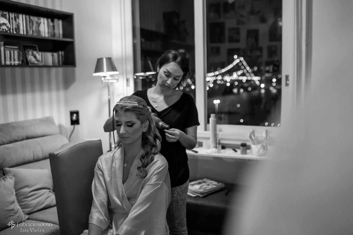Preparando cabelo da Eleiza com ponte Hercilio Luz ao fundo b