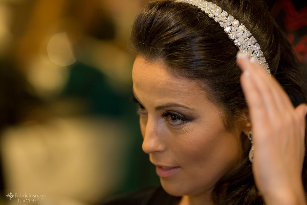 a noiva com o acessório Jusi Andrett bridal acessories
