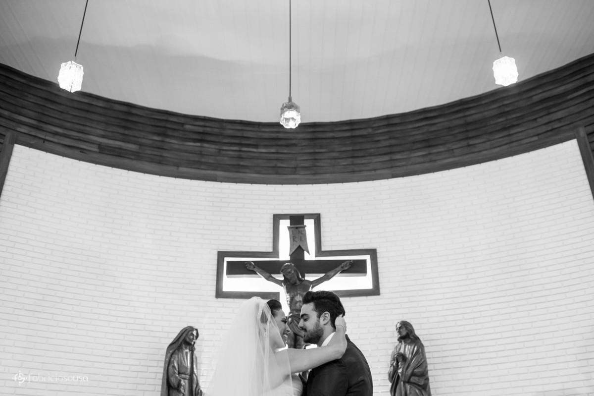 troca de olhares no altar da igreja