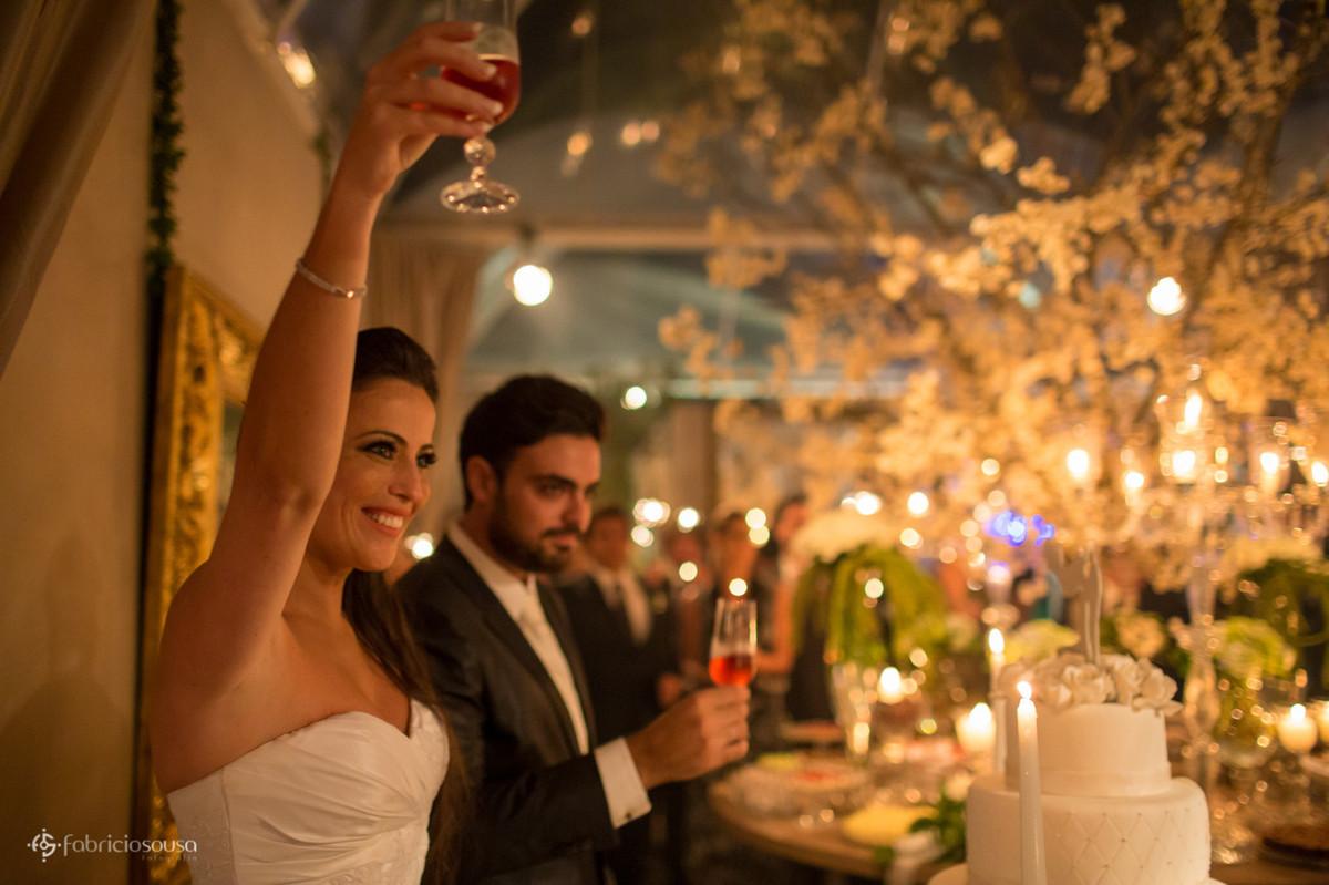 o brinde do casal com os convidados