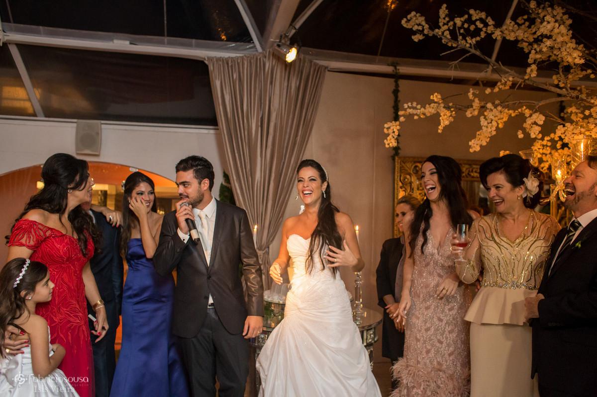 muitos sorrisos no discurso do noivo