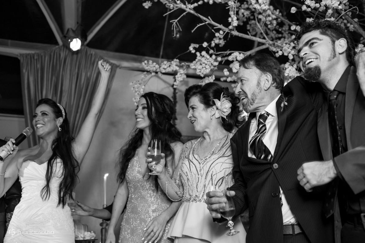 noiva discursa na sua festa de casamento na praia brava